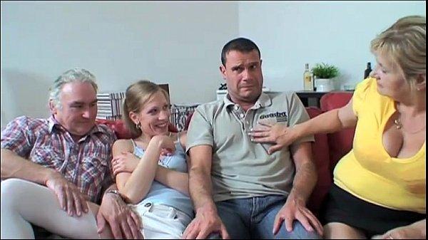 Nackt familie mädchen Familie Pornobilder